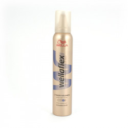 Pianka do włosów Wellaflex 200ml (4)...